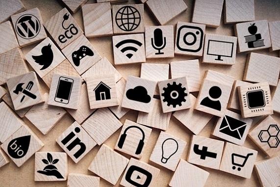 Astuces pour attirer ses premiers clients par les réseaux