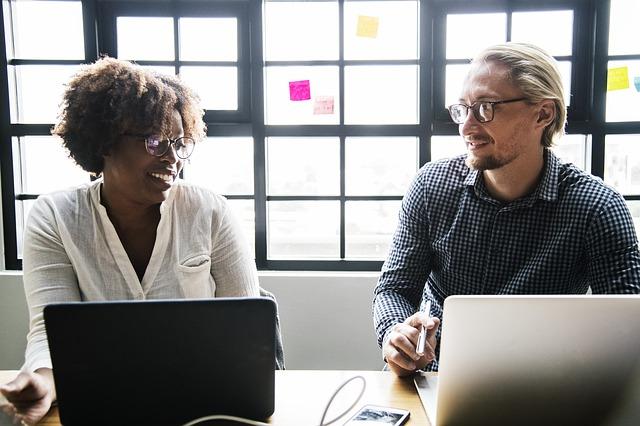 Recruter un assistant virtuel dans les pays francophones