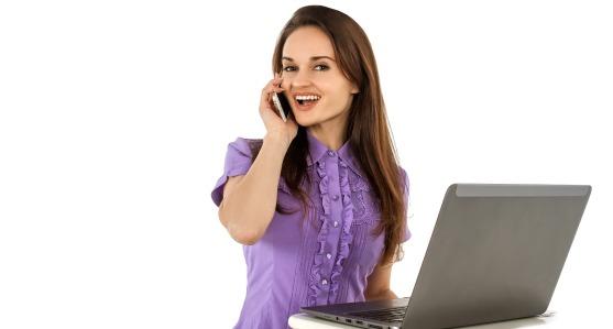 Quelles sont les tâches effectuées par une assistante virtuelle hispanophone